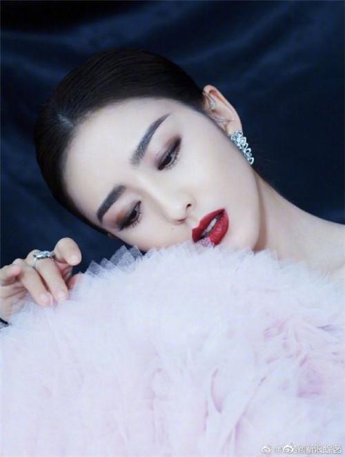 2020年央視春晚主持人陣容大換血:演員佟麗婭加入